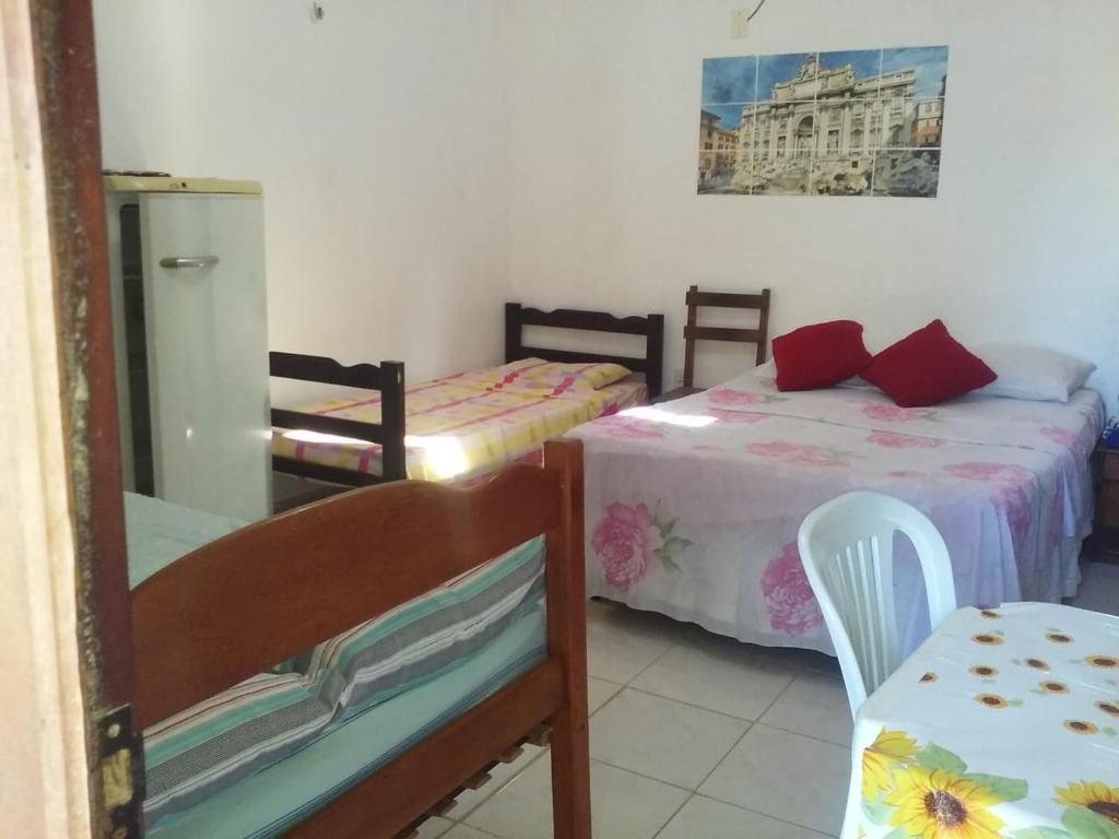 A bed or beds in a room at Chalé Subindo as Dunas