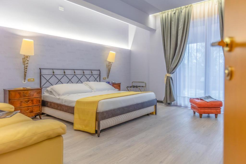 Ch hotel cristallo reggio emilia prezzi aggiornati per for Subito it arredamento reggio emilia