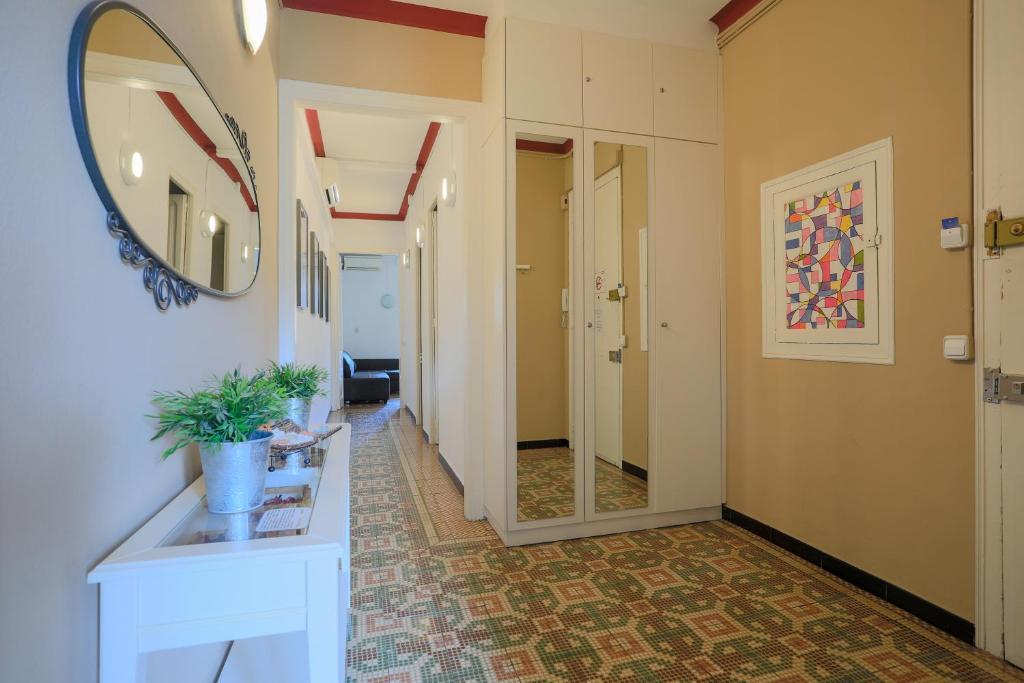 Bbarcelona Sagrada Familia Garden Apartment, Barcellona – Prezzi ...