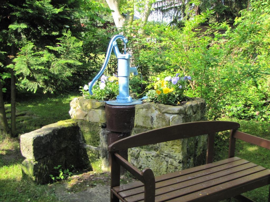 Ferienbungalow Koch (deutschland Thale) - Booking.com Baum Fur Den Garten Outdoor Bereich Perfekt Geeignet