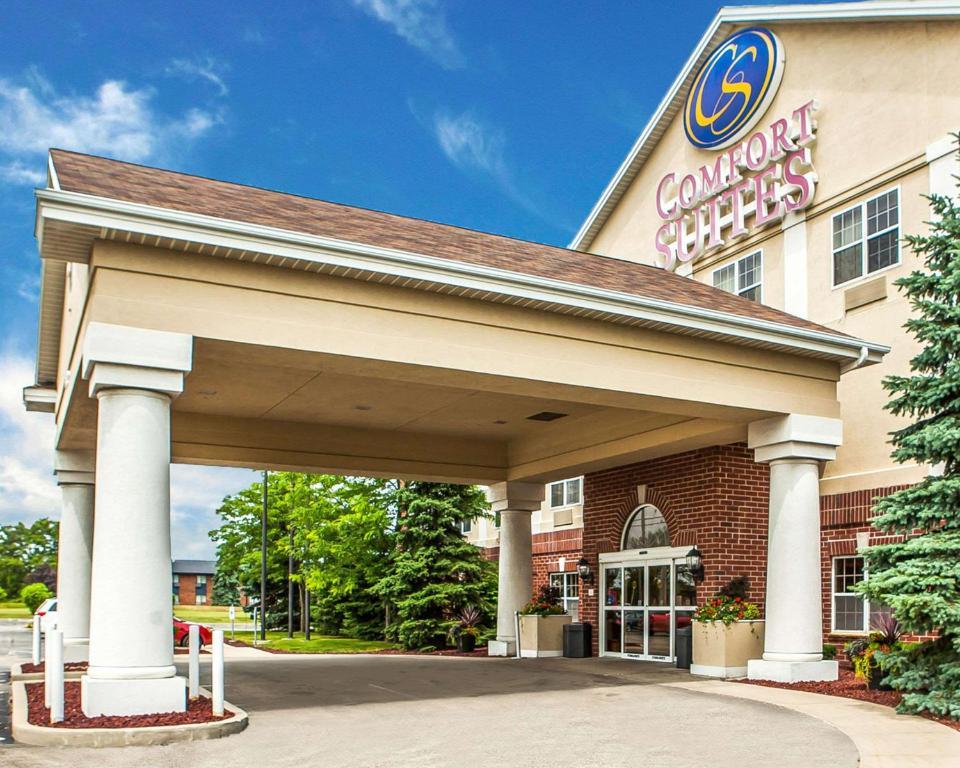 Hotel Comfort Suites Milwaukee Airport Oak Creek Wi Bookingcom