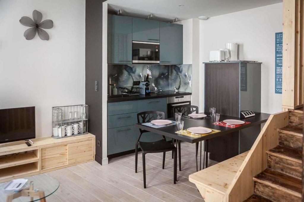 Cuisine Ou Kitchenette Dans Lu0027établissement De Briques Et De Bois