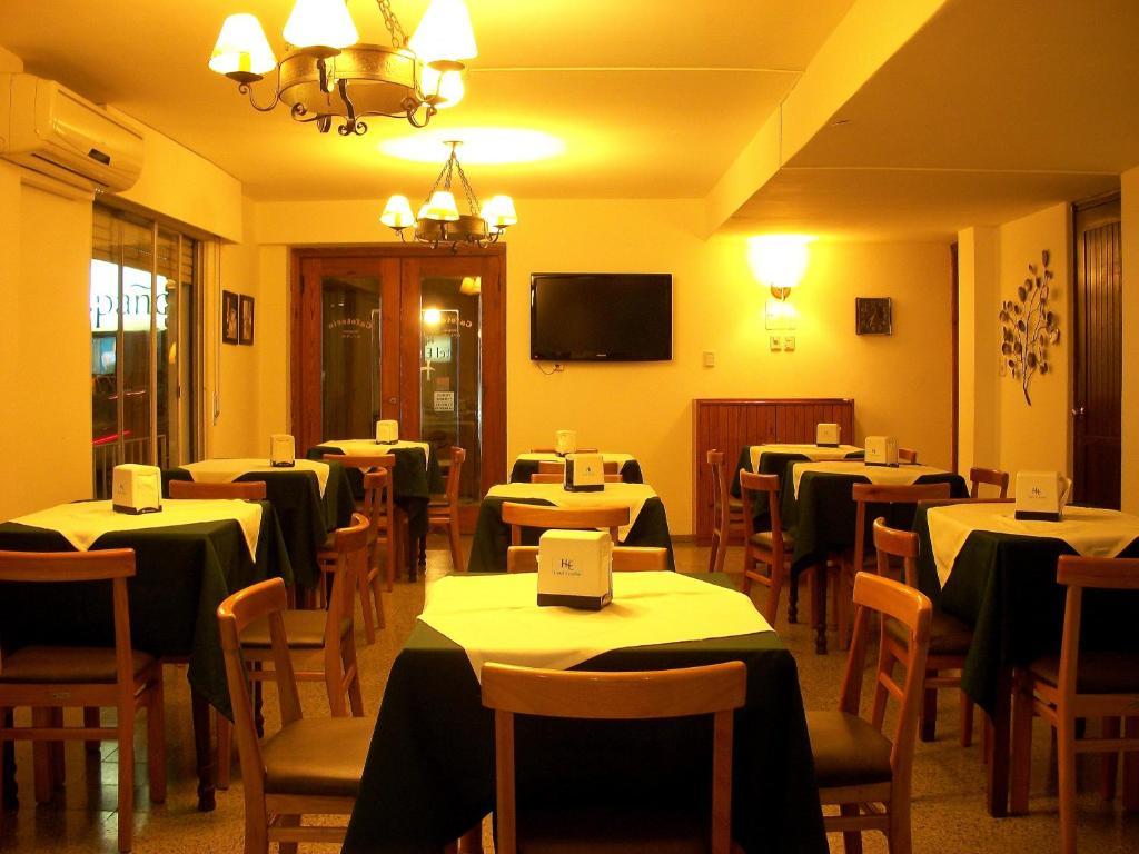 Un restaurante o sitio para comer en Hotel Español Salto
