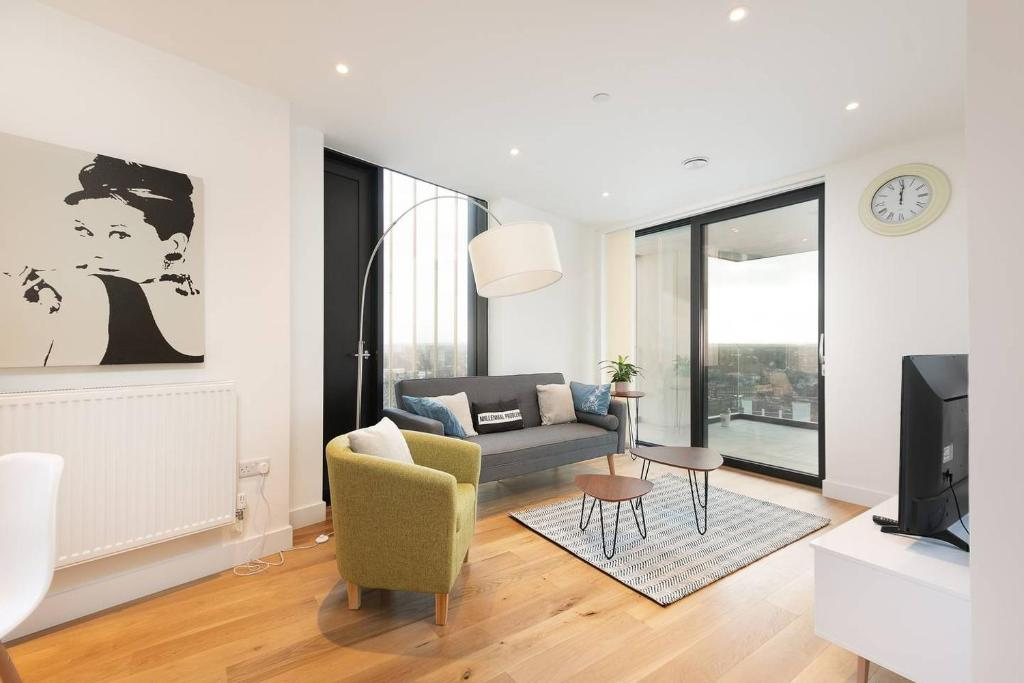 A seating area at Modern 2BR Apartment near London Bridge by GuestReady