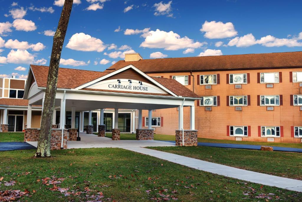 Resort Carriage House Country Club, Pocono Manor, PA - Booking com