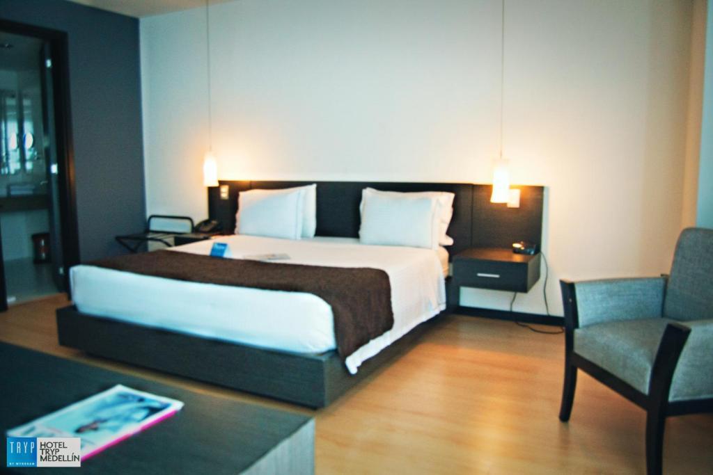 Cama o camas de una habitación en TRYP Medellin Hotel