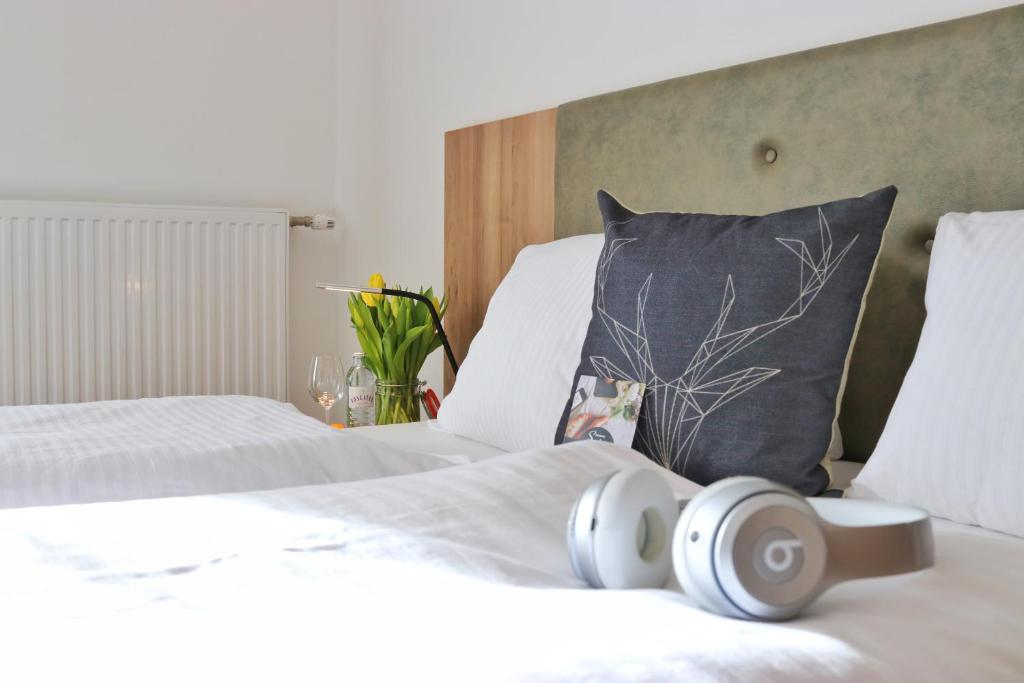 A bed or beds in a room at Seelos - Alpine Easy Stay