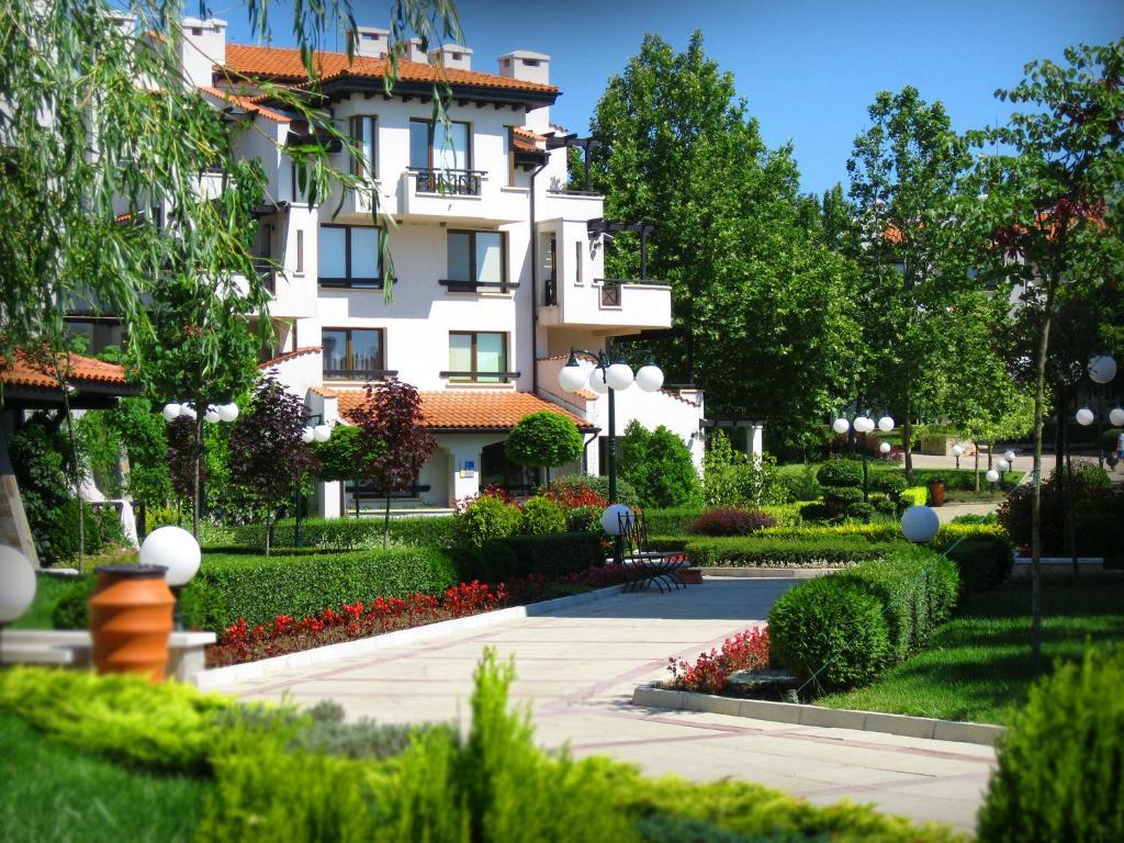 Хотелски комплекс Оазис Ризорт & СПА - Лозенец