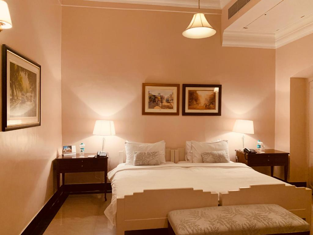 A bed or beds in a room at The Elgin Fairlawn, Kolkata