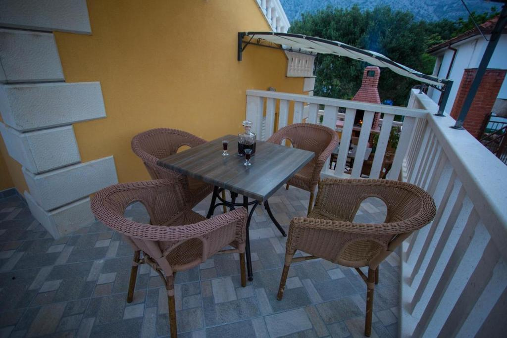 A balcony or terrace at Apartment Orebic 4500a