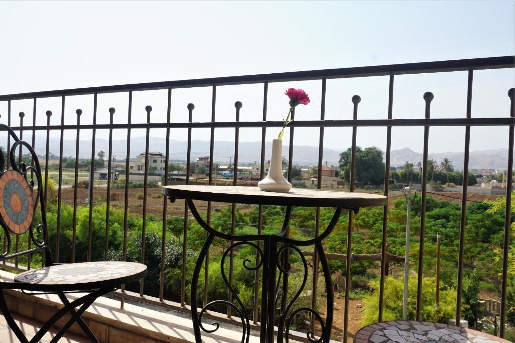 Kamer En Suite Rails.Al Baiara Resort Jericho Palestinian Territory Booking Com
