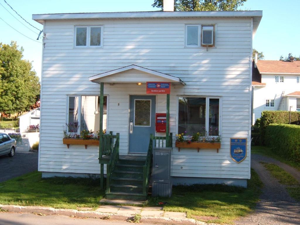Vacation Home La maison du Postier !!!, Berthier-sur-Mer, Canada ...