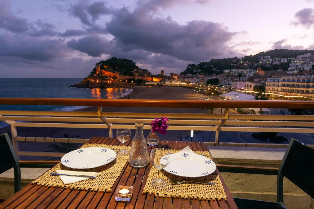 Apartment Edificio Tropicana, Tossa de Mar, Spain - Booking.com