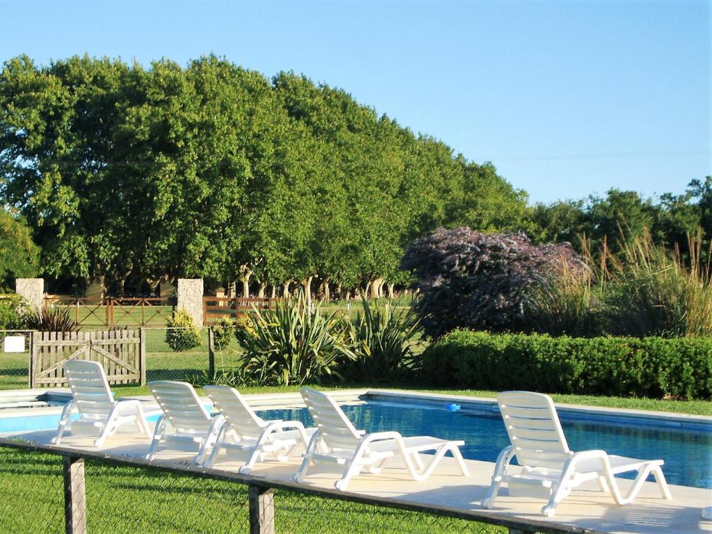 The swimming pool at or near Alma Pampa