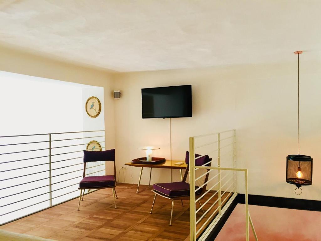 A television and/or entertainment center at 108 eclettico loft zona corso Como milano