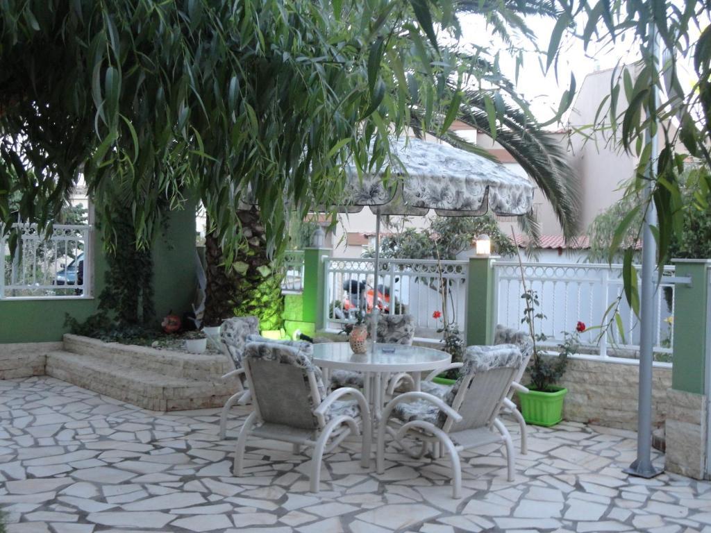 Phoenix Studios Hotel - room photo 15999438