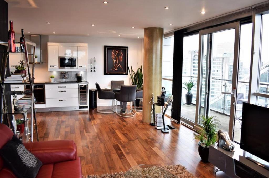 A seating area at Bridger Apartment