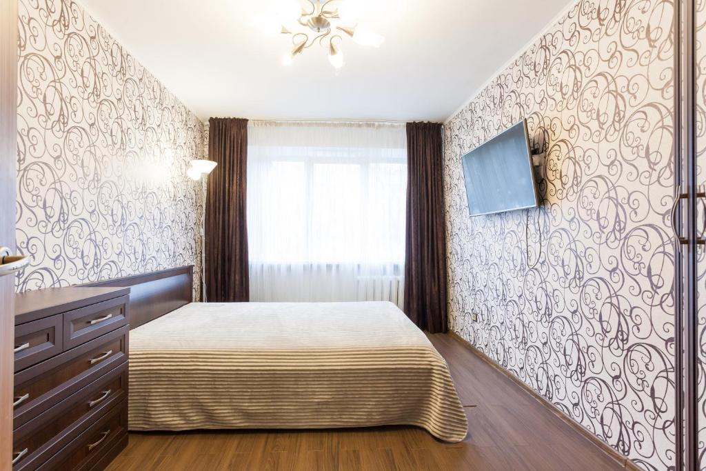 A bed or beds in a room at Apartments in centre on Galitskogo