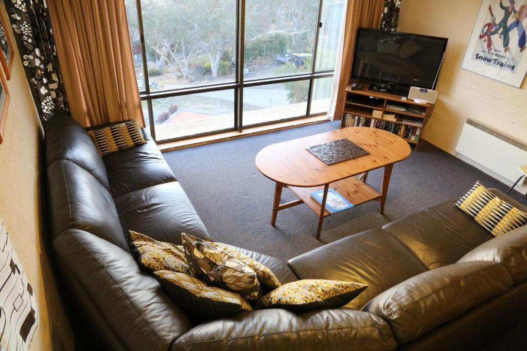 A seating area at Kirwan Apartments 49