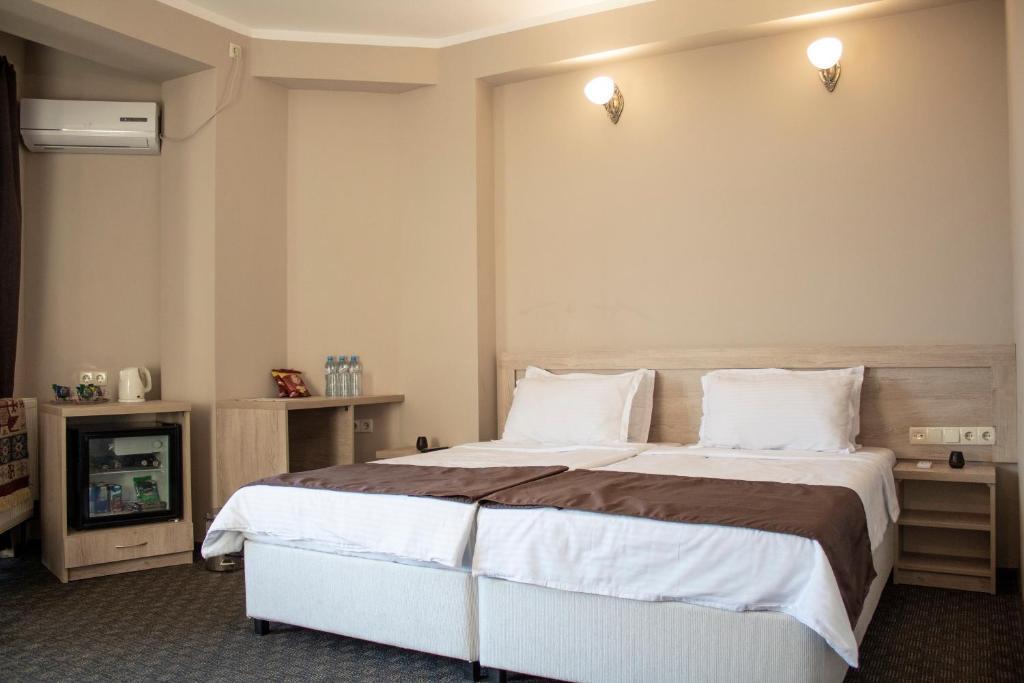 Кровать или кровати в номере Degustarium Hotel