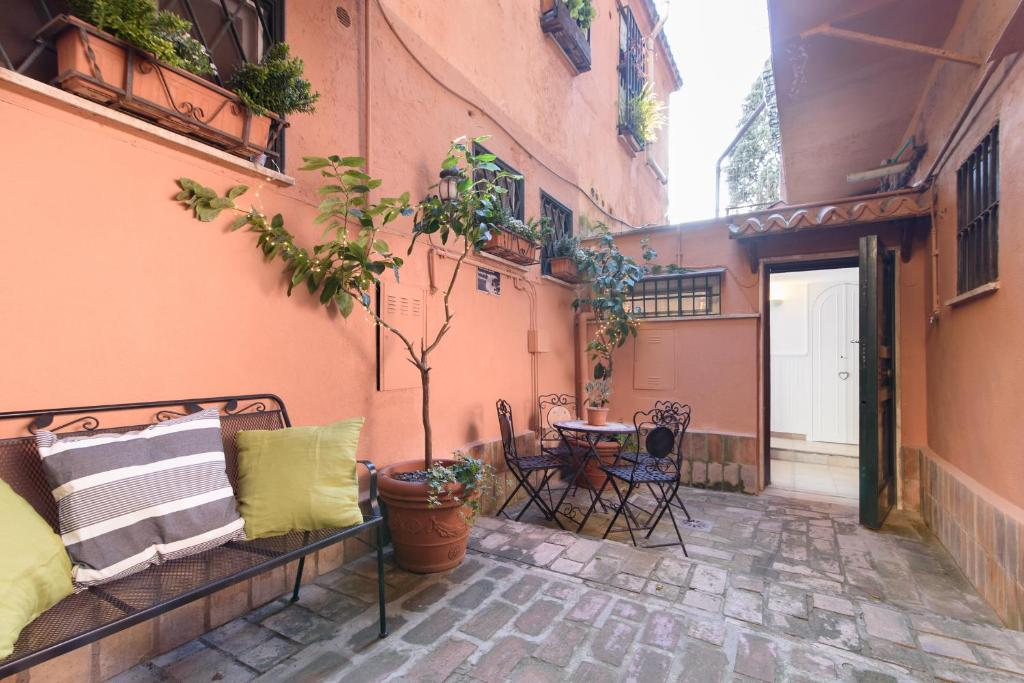 Apartment La Casa Rosa a few steps from Vatican Museums ...