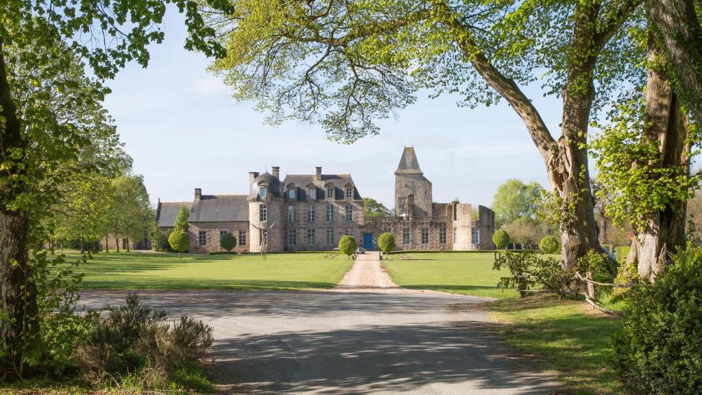 Hotel Chateau Du Bois Guy Parigne France Booking Com