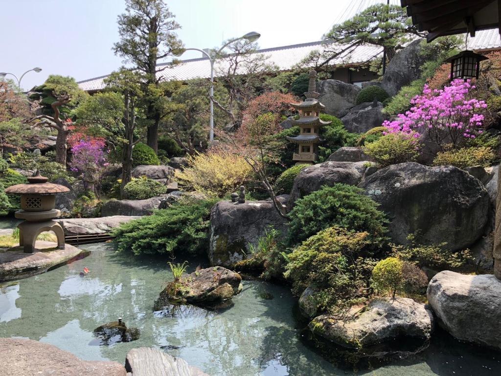 ポイント2.色とりどりに表情を変える日本庭園