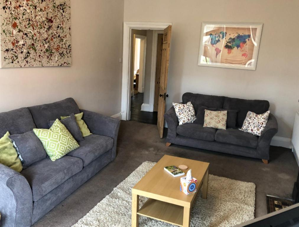 A seating area at Edinburgh City Centre Traditional Apartment