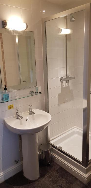 Ein Badezimmer in der Unterkunft Waterloo Cross by Marston's Inns