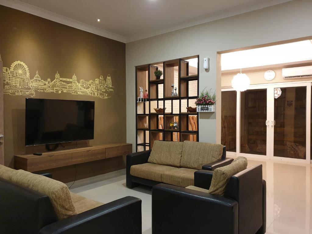 Danka Taman Golf Residence 4 Br Batam Center Indonesia Booking Com
