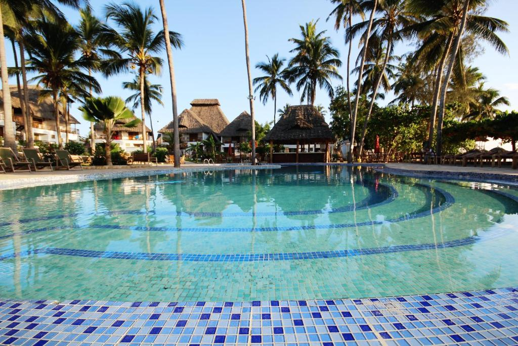 The swimming pool at or near Paradise Beach Resort