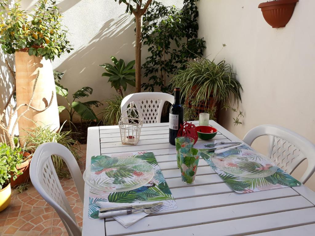 Le Petit Jardin Apartment & Room (Italien Milazzo) - Booking.com