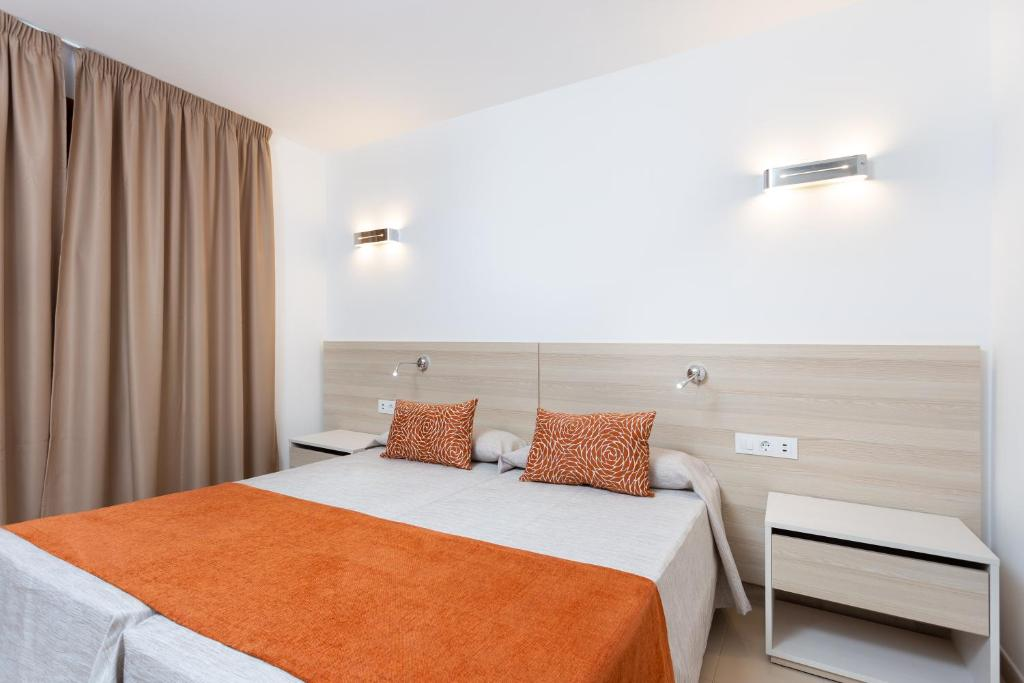 A bed or beds in a room at Globales Tamaimo Tropical