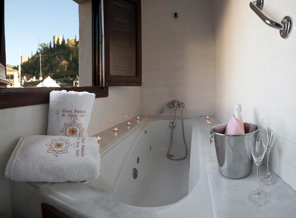 boutique hotels in granada  91