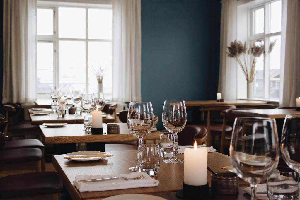 A restaurant or other place to eat at Hotel Havnebakken