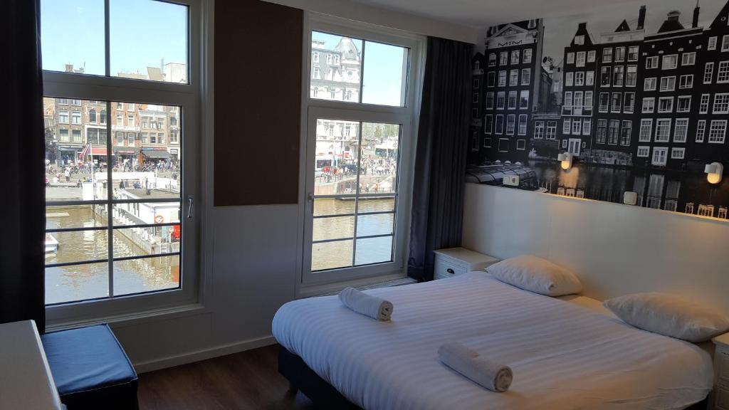 Een bed of bedden in een kamer bij Hotel Old Quarter