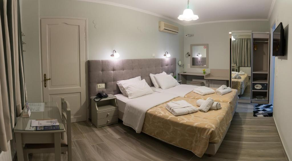 A bed or beds in a room at Aklidi Hotel