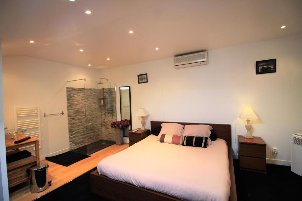 Bed and Breakfast Bordeaux centre chambre King size, France ...