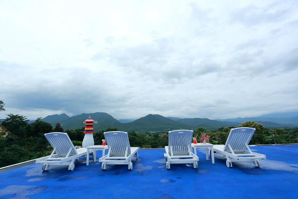 The swimming pool at or near E-outfitting Pai Resort
