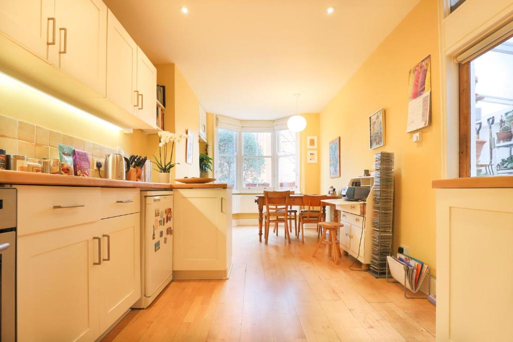 Apartment Unique 2 Bedroom House With Yoga Studio London Uk