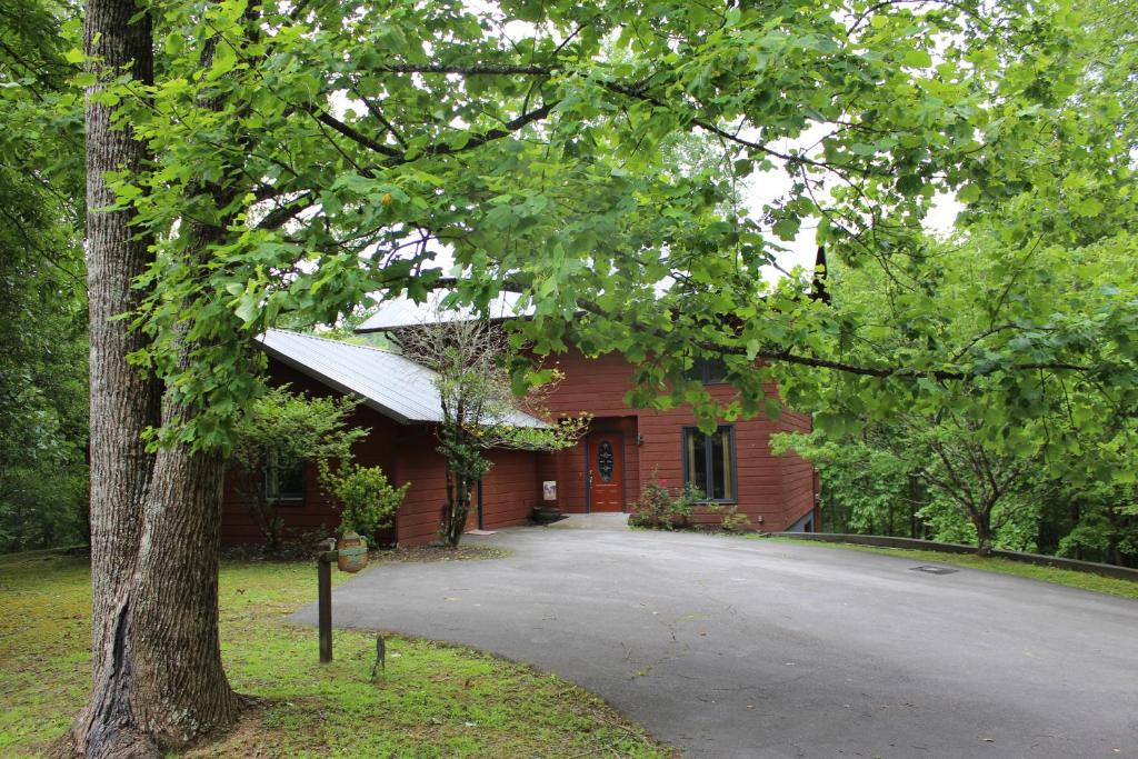 Wandering Bear Lodge Chalet Pigeon Forge Tn Booking Com