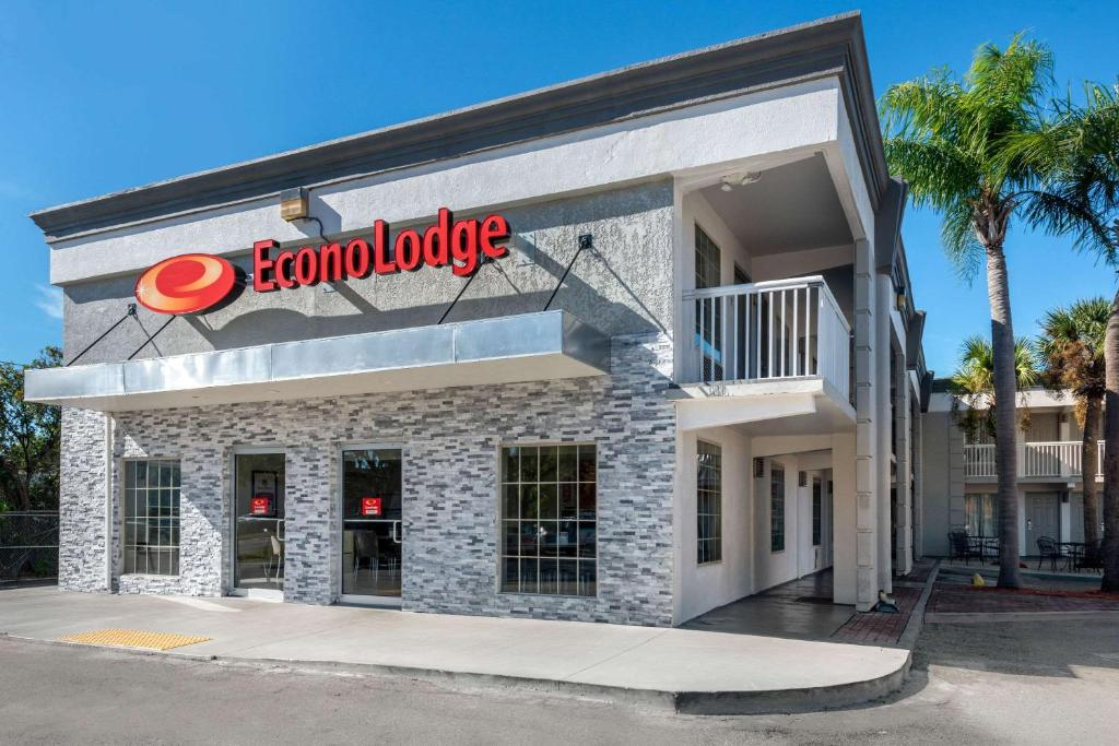Econo Lodge - Tampa Florida, FL - Booking com