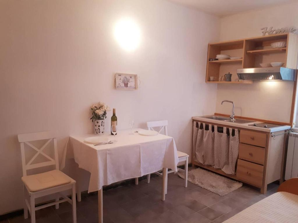 A kitchen or kitchenette at House Kate