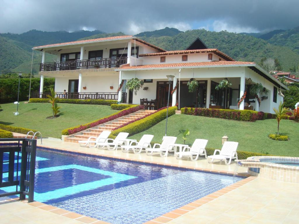Country house finca casa blanca calima colombia for Casa mansion