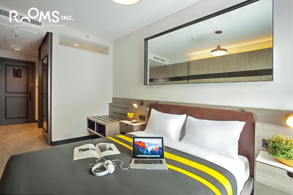 Area tempat duduk di Rooms Inc Hotel Pemuda