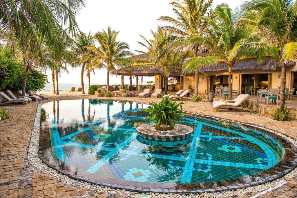 The swimming pool at or near Sailing Club Resort Mui Ne (former Mia Resort Mui Ne)