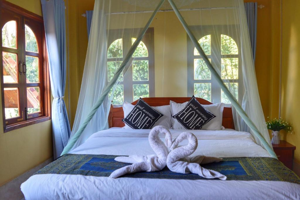A bed or beds in a room at One Tree Guesthouse