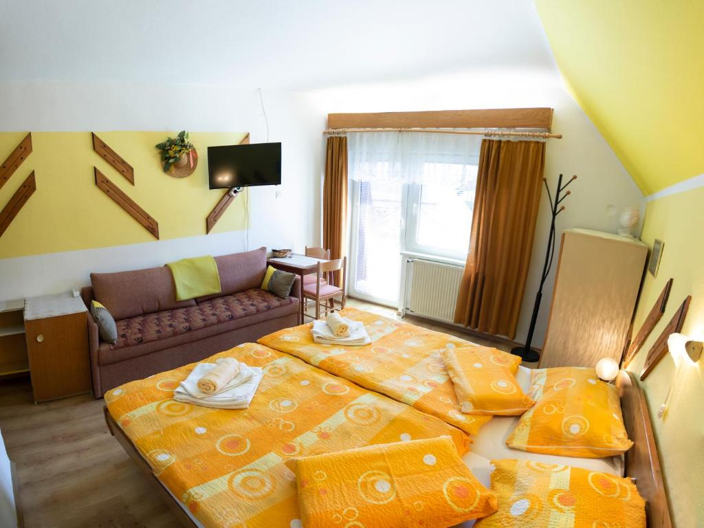 A bed or beds in a room at Apartments and Rooms Ražen