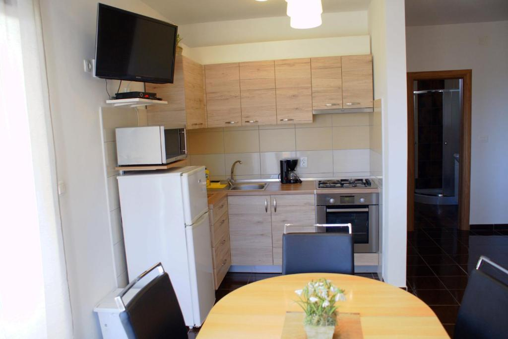 A kitchen or kitchenette at Apartments Martina