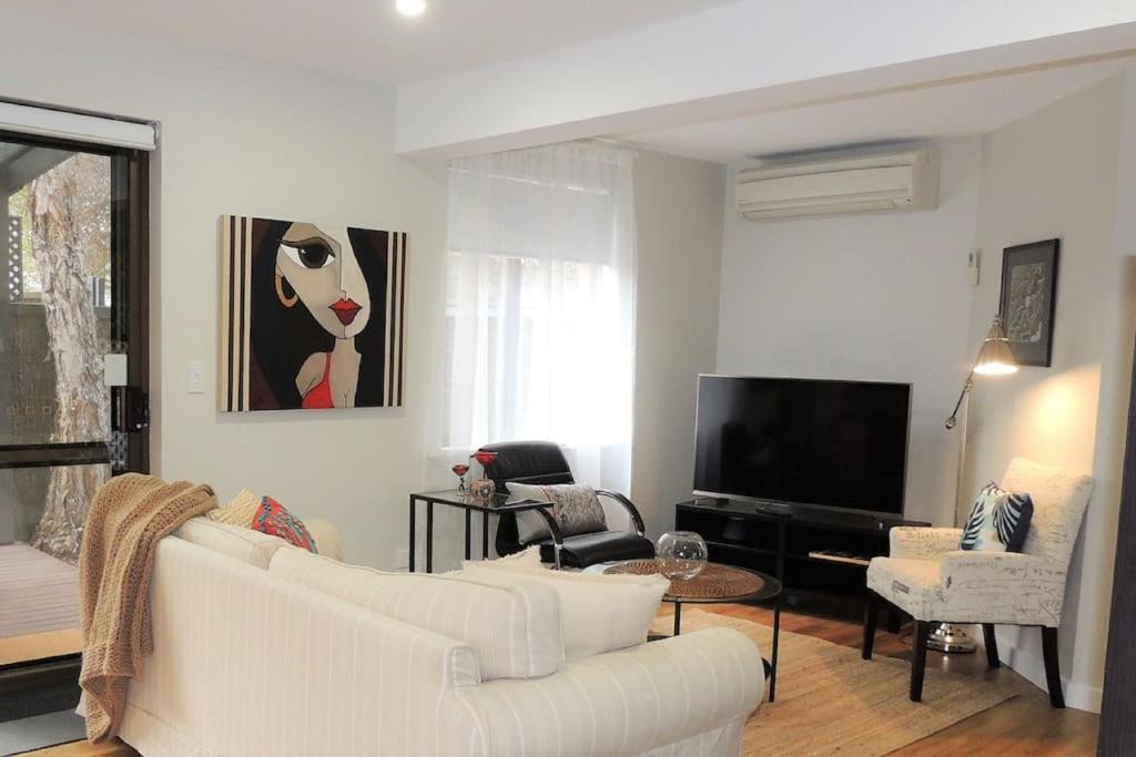 Chic Beachside Apartments - Glenelg South, Australia